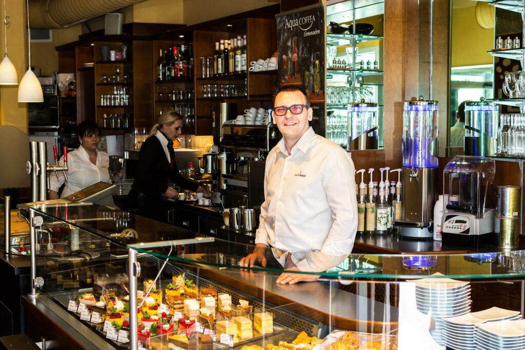 caffehaus_capuccino_cafelatte_snacks_kuchen_torte_frühstück_breakfast_coffee_café_einkaufen-in-Wien_favoriten_favoritenstrasse_shopping-vienna (2)